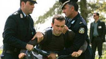 Demonstrant stört Olympiazeremonie in Griechenland 2