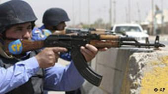 Iraqi police takes a defensive position in Basra