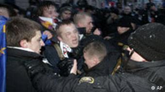 Милиция разгоняет мирную акцию оппозиции в Минске