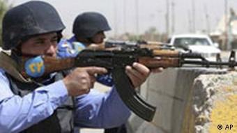 نیروهای پلیس عراق در حین انجام عملیات