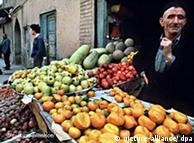 گفته میشود،  برخی اقلام مواد غذایی در اروپا و آمریکا ارزانتر از ایران است