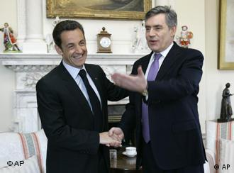 Britain's Prime Minister Gordon Brown, right, welcome French President Nicolas Sarkozy as he arrives for a meeting at 10 Downing Street in London, Thursday March 27, 2008. The French President and his wife Carla are on a two-day State Visit to Britain.(AP Photo/Christophe Ena, Pool)