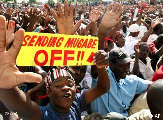 تظاهرات مخالفان حکومت روبروت موگابه قبل از انتخابات روز شنبه، ۲۹ مارس