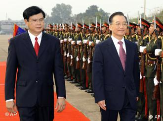 Chinese Premier Wen Jiabao, center, accompanied by Lao Prime Minister Bouasone Bouphavanh, left, during a welcome ceremony in Vientiane