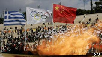 Übergabe Olympisches Feuer an China in Athen