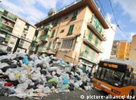 Montañas de basura en la ciudad de Nápoles.