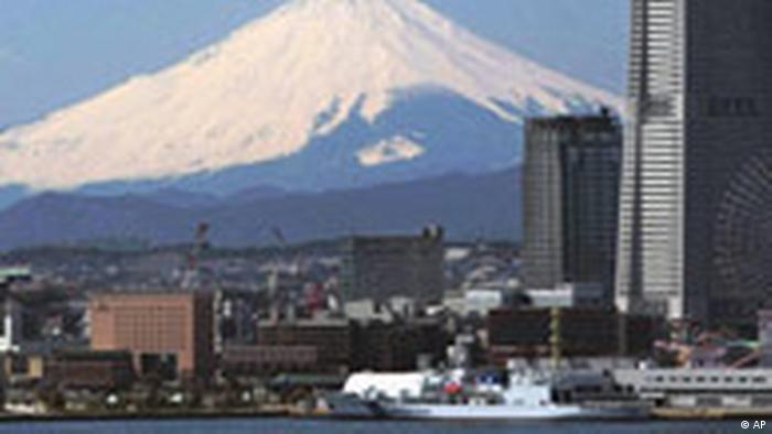 Snow-capped Mount Fuji, Japan's highest mountain, soars over the Yokohama bay area, south of Tokyo, Japan(AP Photo/Itsuo Inouye)