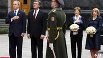 US President George W. Bush, left, Ukraine's President Viktor Yushchenko, center, and their spouses in Kiev, Ukraine