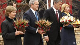 US President George Bush and first lady Laura Bush pay tribute at the Holodomor Memorial with Ukrainian President Viktor Yushchenko and first lady Kateryna Yushchenko in Kyiv in 2008