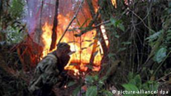 Kolumbianische Armee im Dschungel
