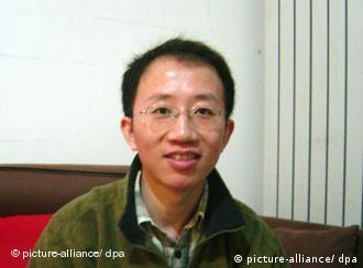 2007年12月9日,胡佳被捕前在北京家中