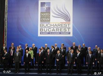 Лидеры стран-членов НАТО в Бухаресте