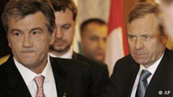 Президент України Віктор Ющенко і генсек НАТО Яап де Хооп Схеффер на Бухарестському саміті