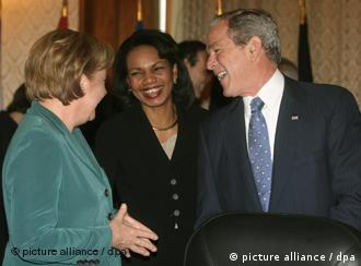 US President Bush and Secretary of State Rice laugh with Germany's Merkel