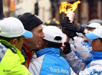 伦敦举行奥运圣火传递仪式-在东南亚不用担心会有抗议活动