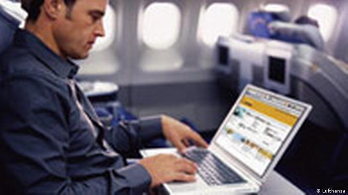 EE.UU. no permitirá aparatos electrónicos más grandes que un celular en cabina a pasajeros de vuelos sin escalas procedentes de 8 países de Oriente Medio y África. 21.03.2017