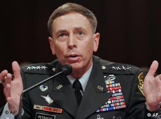 ژنرال دیوید پترائوس گفت، ایران نباید گروهای افراطی را تجهیز کرده و آنها را تعلیم دهد