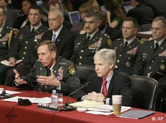 Jenderal David Petraeus dalam dengar pendapat mengenai Irak di Kongres AS, menggarisbawahi peran Iran di Irak.