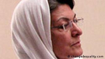 خدیجه مقدم میگوید اعمال فشار بر دولت ایران از طریق نهادهای بینالمللی یکی از کارهایی است که زنان در خارج از کشور میتوانند انجام دهند