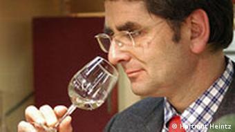Hartmut Heintz tastes his wine