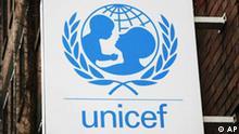 ** ARCHIV ** Das Logo und der Schriftzug der Hilfsorganisation UNICEF sind am 5. Februar 2008 an der Zentrale in Koeln zu sehen. Die in die Krise geratene Hilfsorganisation UNICEF wird fruehestens 2010 das ihr aberkannte Spendensiegel zurueckbekommen. Das sagte der Geschaeftsfuehrer des Deutschen Zentralinstituts fuer soziale Fragen (DZI), Burkhard Wilke, am Montag, 7. April 2008, im ZDF-Morgenmagazin unter Verweis auf die Regeln. (AP Photo/Hermann J. Knippertz) ** FILE ** The UNICEF logo is seen at the German UNICEF headquarters in Cologne, Germany, on Feb. 5, 2008. (AP Photo/Hermann J. Knippertz)