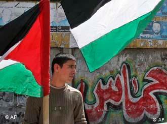Palästinenser mit Flagge im Gazastreifen (Foto: AP)