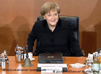 Deutschland Bundeskanzlerin Angela Merkel Kabinettssitzung