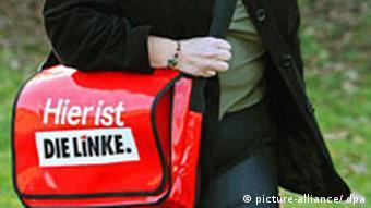 Deutschland Symbolbild Die Linke Tasche mit Logo