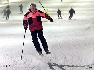 Ein Skifahrer bei der Abfahrt.