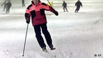 Skilaufen geht auch in dieser Skihalle in Neuss bei Düsseldorf