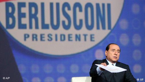 Berlusconi bei einer TV-Veranstaltung (11.4.2008. Quelle: AP)