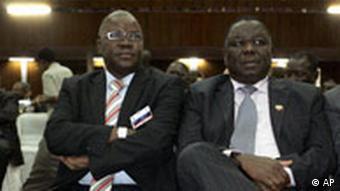 MDC Secretary-General Tendai Biti und party chairman Morgan Tsvangirai are sitting next to each other. Photo: AP Photo/Themba Hadebe