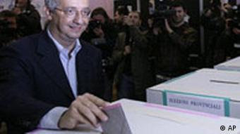 Wahlen in Italien, Walter Veltroni bei der Stimmabgabe