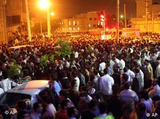 اجتماع مردم پس از انفجار