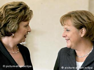 German Chancellor Angela Merkel (R) talks with Ireland's President Mary McAleese (L) after signing the visitors book during their meeting in Dublin, Ireland, 14 April 2008. Merkel is on an one-day visit to the Irish Capital. (dpa)