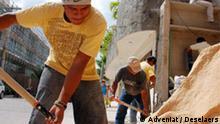 Cancun,Migrantengeschichte,Playa del Carmen, Mexiko Copyright hat Adveniat, gemacht habe ich die Bilder. Als Hinweis müsste als Adveniat/Deselaers in die Bilder. Benutzen dürfen wir sie aber, kostenlos und weltweit und problemlos. Bei Fragen erreicht ihr mich unter der 4256 oder mobil 0170-9637919 Peter Deselaers Deutsche Welle DW-RADIO DW-TV DW-WORLD D-53110 Bonn Mobil: +49 - 170-9637919 Fon: +49 - 228 - 429 - 4256 Fax: +49 - 228 - 429 - 2198