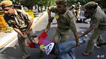 Indien China Olympia olympischer Fackel in Neu Delhi Protest Polizei