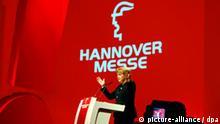 ***Energieeffizienz im Mittelpunkt - Bundeskanzlerin Merkel eröffnet die Hannover Messe, Böhme*** Bundeskanzlerin Angela Merkel (CDU) spricht am Sonntag (20.04.2008) in Hannover bei der offiziellen Eröffnung der weltgrößten Industrieschau. Vom 21. bis 25. April 2008 werden in Hannover etwa 5045 Aussteller aus 59 Ländern ihre Produkte und Ideen auf einer Ausstellungsfläche von 168 400 Quadratmetern anbieten. Japan ist dieses Jahr das Partnerland der Hannover Messe. Foto: Jochen Lübke dpa/lni +++(c) dpa - Report+++