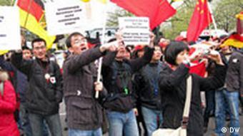 Chinesen protestieren in Berlin am 19.04.2008
