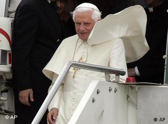 Benedicto XVI con viento en contra, luego de cinco años de papado.