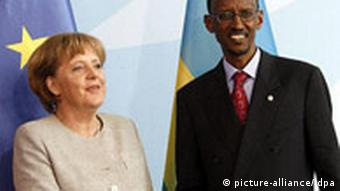 Angela Merkel shaking hands with Rwandan president Paul Kagame