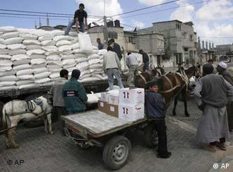 Nahrung für Gaza.jpg Palestinian refugees carry food aid from the United Nations Relief and Works Agency residents of Rafah refugee camp, southern Gaza Strip, Thursday, April 24, 2008. The United Nations on Thursday stopped distributing food to Palestinian refugees in Gaza because its vehicles have run out of fuel following an Israeli blockade, a U.N. official said. (AP Photo)