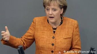 Bundeskanzlerin Angela Merkel (CDU) spricht am Donnerstag (24.04.2008) in Berlin vor dem Bundestag. Die Parlamentarier stimmten anschließend über den EU-Lissabon-Vertrag ab. Foto: Peer Grimm dpa/lbn +++(c) dpa - Bildfunk+++