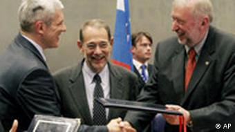 Slovenian Foreign Minister Dimitrij Rupel, right, shakes hands with Serbian President Boris Tadic