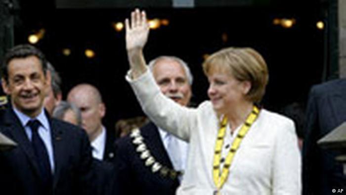 Angela Merkel, distinsă cu premiul Carol cel Mare în anul 2008 (AP)