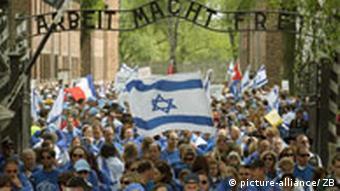 Der Marsch der Lebenden von Auschwitz nach Birkenau, Quelle: AP