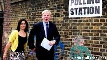 Kommunalwahl in England - Boris Johnson Conservative candidate for London Mayor, Boris Johnson (R) and his wife Maria arrive at a primary school polling station in London, 01 May 2008. British Prime Minister Gordon Brown is facing his first electoral test since he came to power last June in local elections in large parts of England and in Wales Thursday. Up to 60 per cent of the national electorate of about 40 million are called upon to choose councillors in towns and cities across the country, while Londoners will vote in a mayoral election. EPA/Daniel Hambury UK & IRELAND OUT +++(c) dpa - Report+++