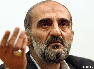 در محافل سیاسی ایران از حسین شریعتمداری به عنوان سخنگوی غیررسمی آیتالله خامنهای یاد میشود