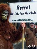 جرمن شہر ڈسلڈورف کی سڑکوں پر 'اُستوائی جنگلات کے بچاؤ کے لیے' مہم کا ایک منظر