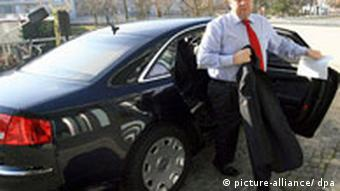 SPD chief Sigmar Gabriel climbs out of his car